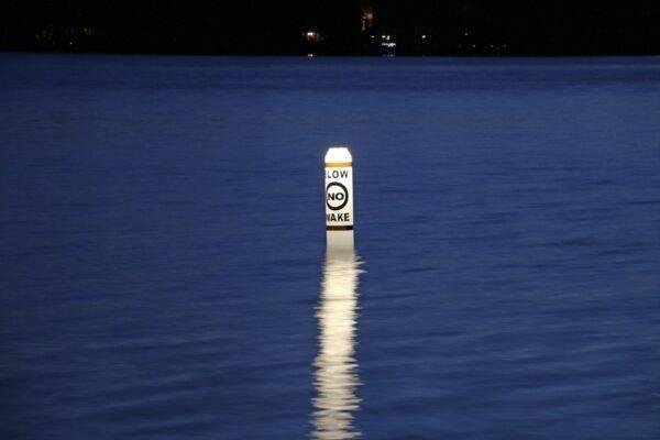 illuminating pencil buoys
